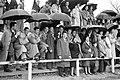 Espectadors al camp de Trullàs, Alginet (Ribera Alta - País Valencià, 1959).jpg