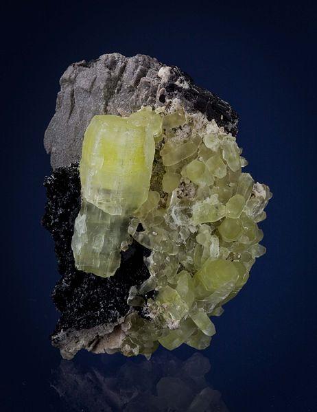 File:Ettringite-Hausmannite-Ettringite-Kalahari-Namibia-55mm 0740.jpg