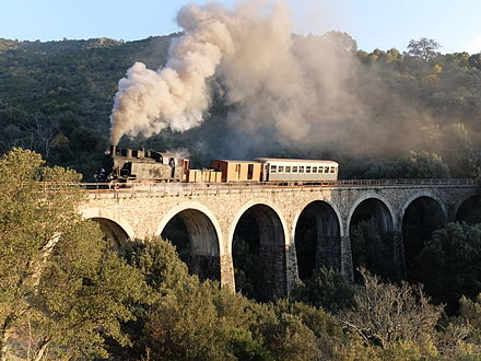 Tourist railway between Aritzo and Belvi FCS 400 auf dem Viadukt bei Belvi-Aritzo.JPG