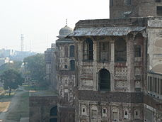 Facades along the walls of Lahore Fort.jpg