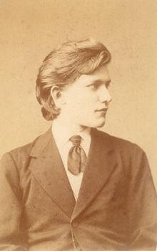 Felix Schumann im Alter von 18 Jahren. Die Aufnahme stammt aus einer Fotoserie des Londoner Fotostudios Elliott & Fry, die während des Englandaufenthalts von Felix mit seiner Mutter Clara im Jahr 1872 angefertigt wurde. (Quelle: Wikimedia)