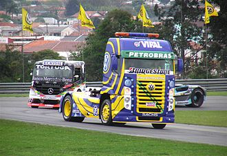 Volkswagen Caminhões e Ônibus - A Constellation pace truck leading the field at the 2006 Curitiba round of the Brazilian Fórmula Truck championship
