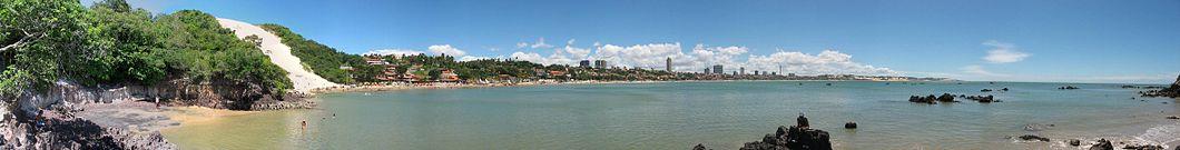 Vista da praia de Ponta Negra em Natal e do Morro do Careca, no bairro de Ponta Negra.