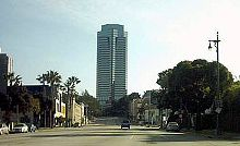 Le gratte-ciel Century City, complété en 1987,à la Fox Plaza