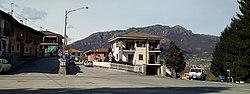 Gambasca panorama con il monte Bracco.jpg