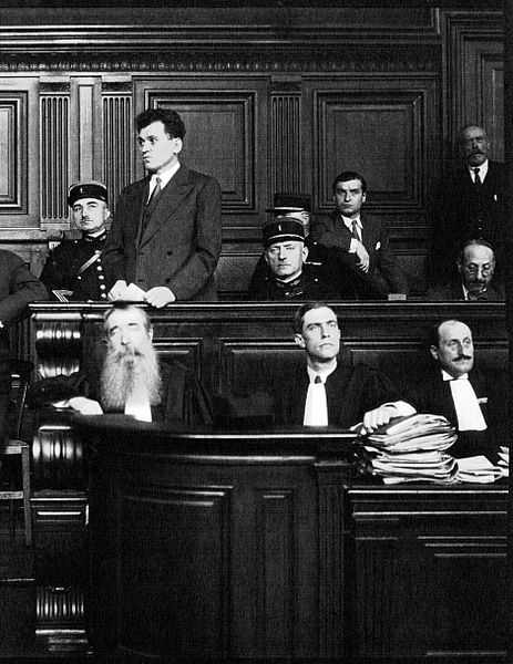 """Paul Gorgulov (or """"Gorguloff"""", 1895-1932), assassin of the french president Paul Doumer, in the dock of the cour d'Assises de la Seine in Paris, July 1932."""