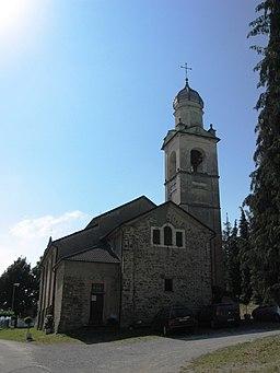 Gottasecca.Il Santuario della Madonna Assunta. Dietro