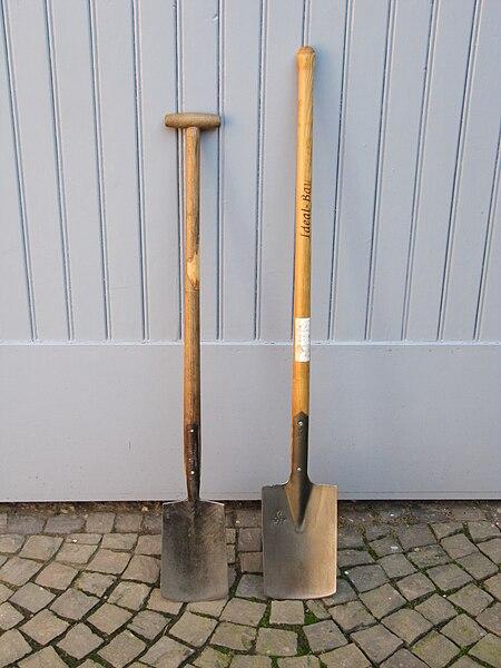 File:Grabe- und Bauspaten.JPG