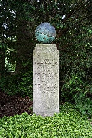 Karl Schwarzschild - Karl Schwarzschild's grave in Stadtfriedhof, (Göttingen)