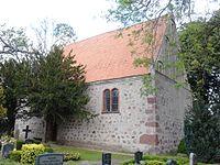 Groß Bünzow Kirche Südseite.jpg