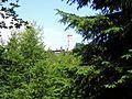 Großer Knollen mit Knollenbaude und Aussichtsturm - panoramio.jpg