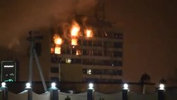 Файл:Grozny Publishing House on fire.webm