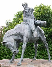 Harlech Statue The Two Kings.jpg