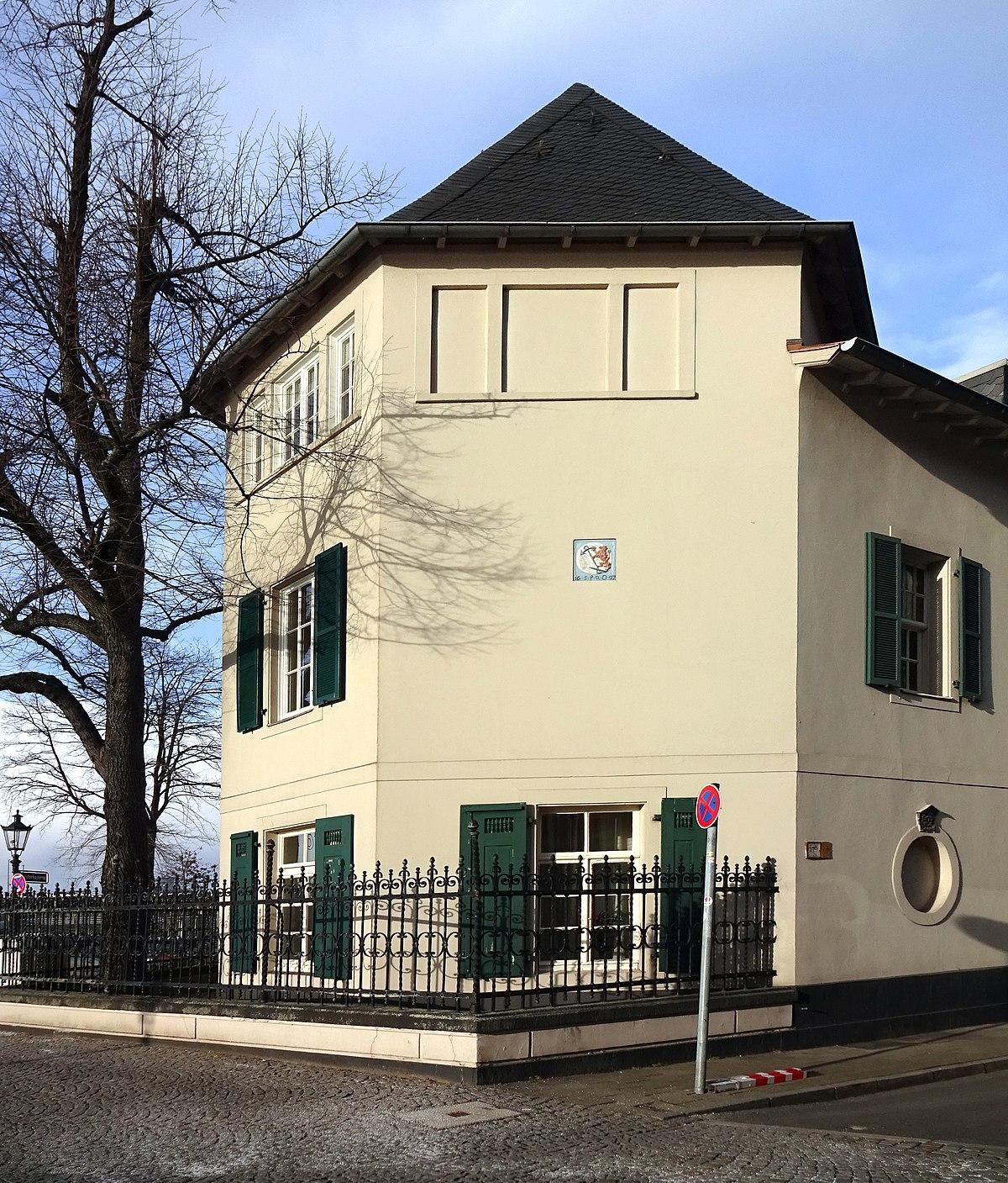File:Haus Ritterstraße 2 an der Ecke zur Reuterkaserne