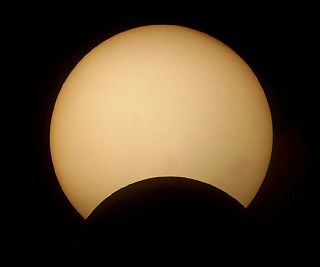 Helder da Rocha - Partial solar eclipse (by-sa).jpg