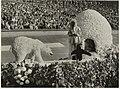 Het Aalsmeerse bloemencorso in het Olympisch Stadion te Amsterdam. NL-HlmNHA 54011088.JPG