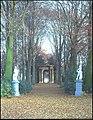 Het kasteel Laarhof, triomphboog (1729) in park - 357877 - onroerenderfgoed.jpg