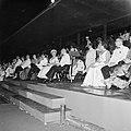 Het koninklijk paar tijdens het feest in het Rifstadion. Rechts gouverneur Struy, Bestanddeelnr 252-3644.jpg