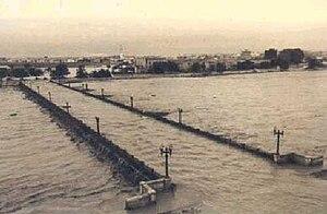 1957 Valencia flood - Image: Historia 30 valencia Valencia anegada por la riada de 1957