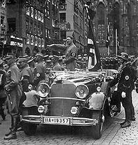 external image 200px-Hitler_N%C3%BCrnberg_1935.jpg