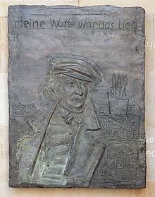 Bronzerelief am Landtag von Niedersachsen