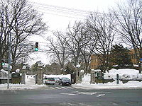 HokkaidoDaigakuSapporoKyanpasuSeimon2005-2.jpg