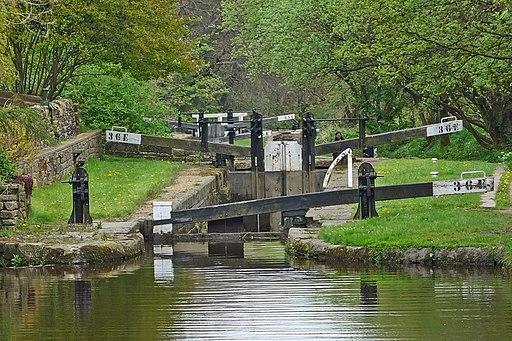 Huddersfield Narrow Canal (34668007550)