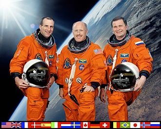Expedition 6 - Image: ISS Expedition 6 crew