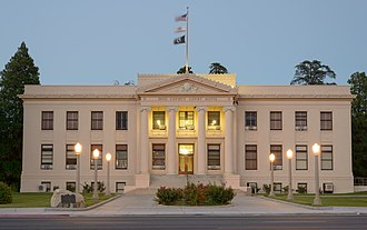 Inyo County Courthouse - Image: Inyo County Courthouse, California by dusk