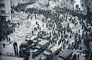 1940 Vrancea earthquake - Rescue operations for survivors in Carlton Bloc