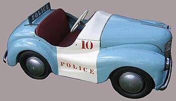 English: Austin J40 toy car, police car model