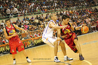 James Yap - James Yap playing offensively against Aaron Aban of Talk 'N Text Tropang Texters