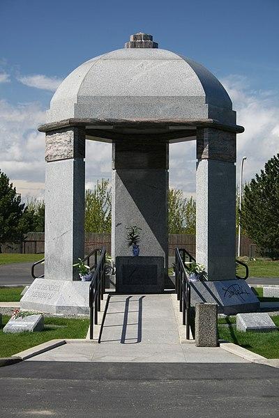 File:Jimi Hendrix Memorial(2).jpg