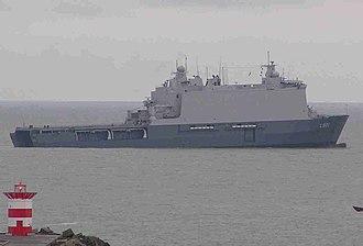 HNLMS Johan de Witt (L801) - HNLMS Johan de Witt with welldock submersed