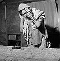 Joodse man met een hoedje op en een gebedsmantel om bezig met het aanleggen van , Bestanddeelnr 255-4706.jpg
