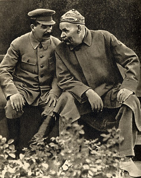 Archivo:Joseph Stalin and Maxim Gorky, 1931.jpg