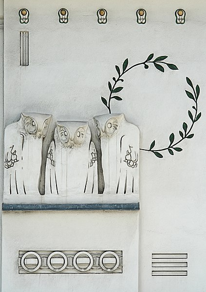 File:Jugendstil owls - Koloman Moser - Detail facade of Secession Building - Vienna.jpg