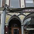 Jugendstil winkelpui voormalige slagerij, detail, zwik met tegeltableau - Kampen - 20351710 - RCE.jpg