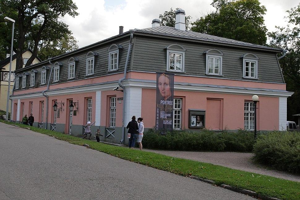 Kadrioru lossikompleksi köögihoone, A.Weizenbergi 28 (1)