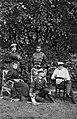 Kaiser Wilhelm II. mit seinen Brüdern (rechts Heinrich) und Schwägerin Irene (links) im Kieler Schloßgarten (Kiel 44.824).jpg