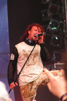 Tony Kakko dal vivo con i Sonata Arctica al Wacken Open Air 2005