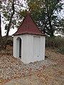 Kaplička u farmy zvané Peklo severně od Pelhřimova (Q67180619) 02.jpg