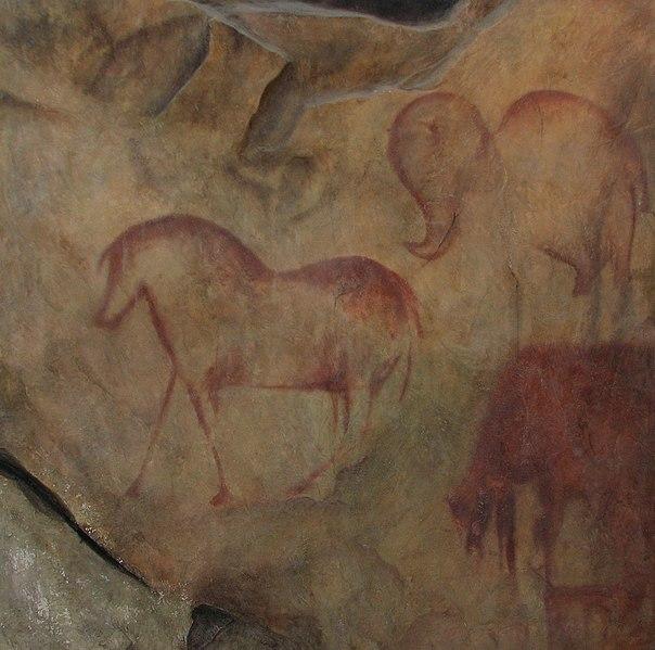 File:Kapova cave, replica.JPG