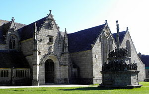 Calvary at Kergrist-Moëlou - Kergrist-Moelou parish church with calvary to the right