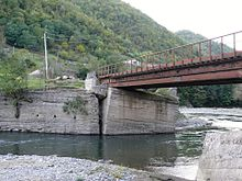 Khanistskali damaged bridge in Dapenili 2014.JPG