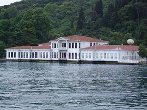 Kıbrıslı Mehmed Emin Pasha - Kıbrıslı Mehmed Emin Pasha mansion (yalı) in Kandilli, Boğaziçi, İstanbul, acquired in 1840 and largely extended by the Pasha and owned today by his descendants