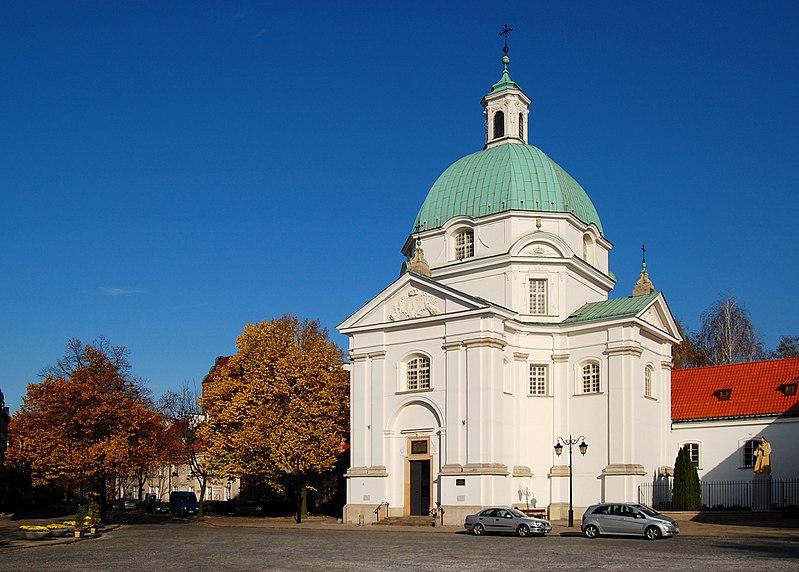 Widok kościoła od strony rynku.
