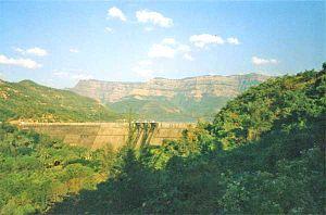 Kolkewadi Dam - The dam up close