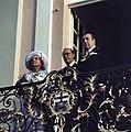 Koningin Juliana en prins Bernhard op het bordes van het stadhuis van Bonn rech, Bestanddeelnr 254-9008.jpg
