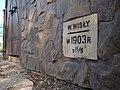 Kraków - ul. Zabłocie 13 - dawna rzezalnia miejska - tabliczka Wylew Wisły 1903 (02) - DSC06309 v3.jpg
